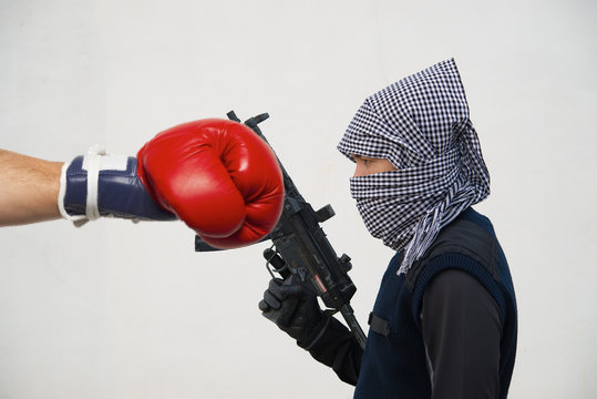 Could This Image of a Terrorist Being Boxed Help Us Finally Win The War On Terror? Share If You think It Can!